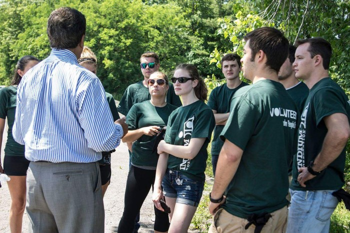 Utica, NY mayor, Rob Palmieri, addresses the Indium Corporation interns as they volunteer for the city's CLEAN SWEEP.
